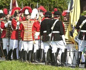 Die Bürgerliche Trabantengarde formiert sich mit dem Trommlerkorps zur Festzugsaufstellung in Krakauebene