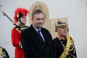 s.K.u.K.H. Karl von Österreich in Mitten seiner Trabanten