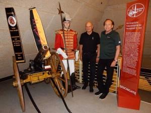 Ehrenleutnant Nussbaumer mit Museumsleiter Kejzar