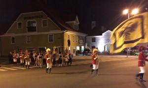 Die Trabanten begleiten die Freyung zum RathausDie Trabanten begleiten die Freyung zum Rathaus