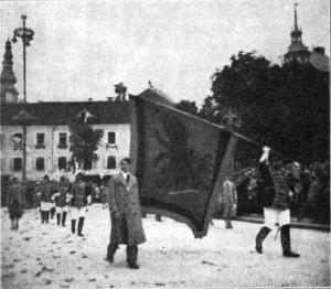10 Jahre Volksabstimmung - Defilierung vor dem Bundespräsidenten Miklas am Neuen Platz in Klagenfurt - 1930