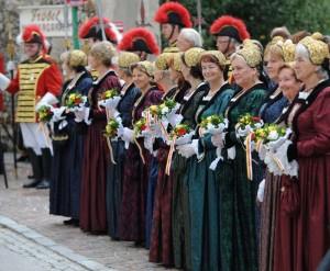 Die Bürgerliche Trabantengarde begleitete die 25-Jahr-Feier der St.Veiter Frauen im Bürgerkleid