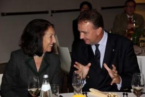 S.K.u.K.H. Karl Habsburg-Lothringen im Gespräch mit der Präsidentin des Kärntner Geschichtsvetreins Dr. Claudia Fräss-Ehrfeld