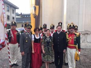 Die Villacher Bürgergarde mit ihren Ehrengästen