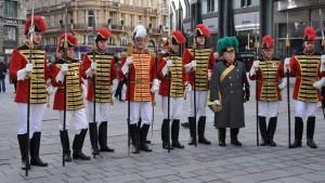 Generalmajor Peter Pritz im Kreise der Trabanten