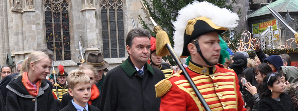 s.K.u.K.H. Georg von Österreich in Begleitung der Trabanten