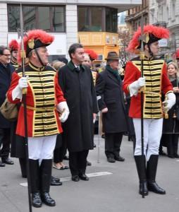 s.K.u.K.H. Georg von Österreich begleitet von der Trabantengarde